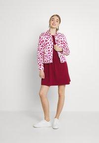 Noisy May - NMKERRY DRESS - Vestito di maglina - rhubarb - 1