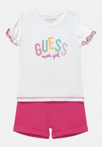 SET - T-shirt con stampa - true white/pink