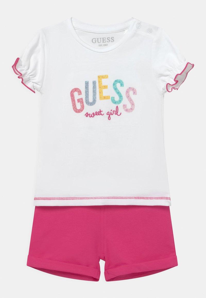 Guess - SET - T-shirt imprimé - true white/pink