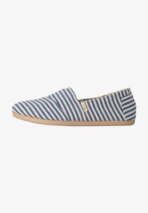 CLASSIC SURFY - Loaferit/pistokkaat - blue