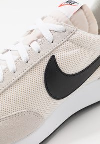 Nike Sportswear - AIR TAILWIND 79 UNISEX - Trainers - white/black/phantom/dark grey/team orange - 8
