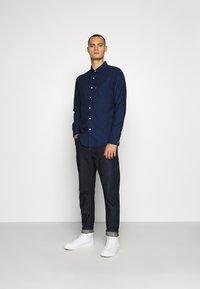 Levi's® - SUNSET 1 POCKET STANDARD - Skjorta - med indigo - 1