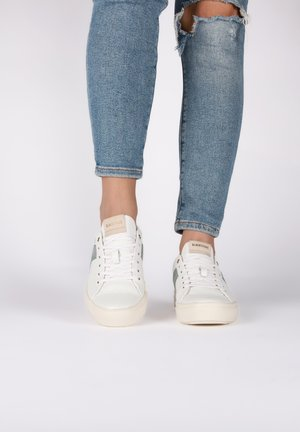 VL57 - Trainers - white