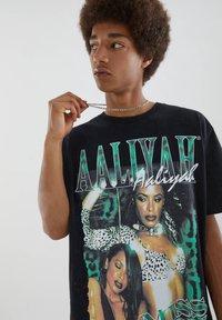 PULL&BEAR - MIT VINTAGEMOTIV - T-shirt con stampa - black - 4