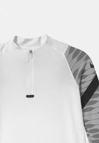 Nike Performance - DRIL UNISEX - Tekninen urheilupaita - white/black - 2