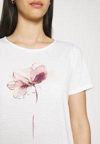 Vila - VILINNEA FLOWER - Print T-shirt - cloud dancer - 4