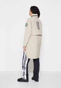 adidas Performance - MYSHELTER 4IN1 PARKA - Parkatakki - savannah - 3