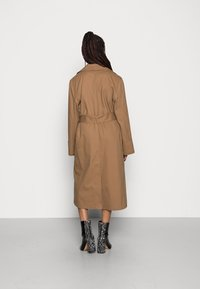 Gina Tricot - MIMMI TRENCH COAT - Trench - brown - 2