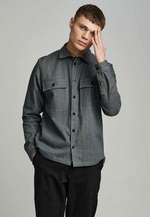 AKHERBERT - Shirt - glacier gray