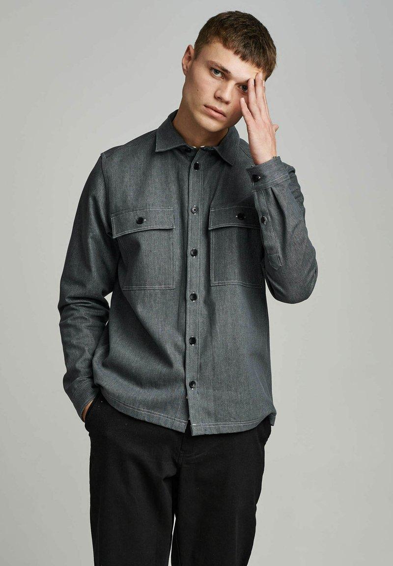 Anerkjendt - AKHERBERT - Shirt - glacier gray