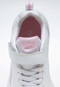Reebok - REEBOK RUSH RUNNER 3 SHOES - Minimalist running shoes - white - 8