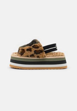 ALVARO - Domácí obuv - multicolor