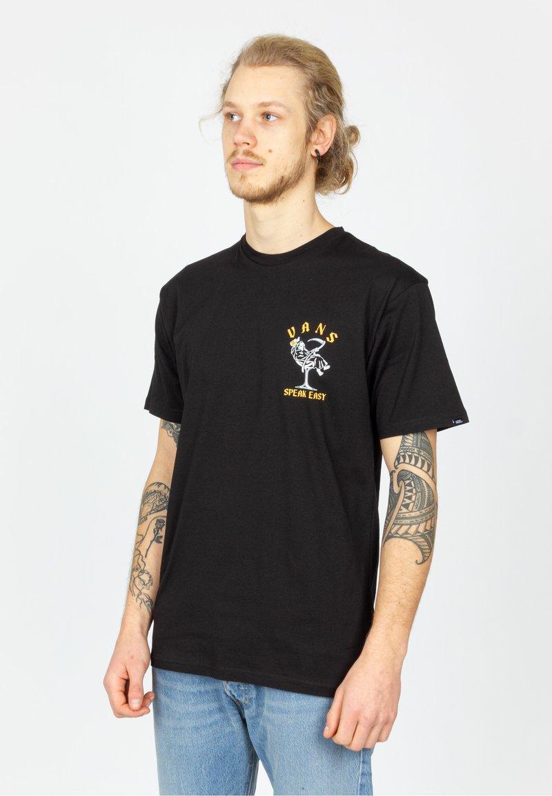 Vans - MN SPEAK EASY SS - Print T-shirt - black