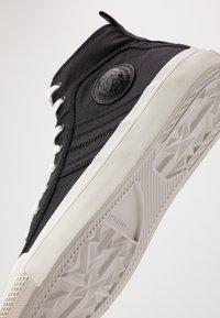 Diesel - ASTICO S-ASTICO MID LACE - Sneakers alte - black/white - 5