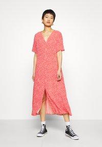 Monki - SILENA DRESS - Skjortekjole - red - 0