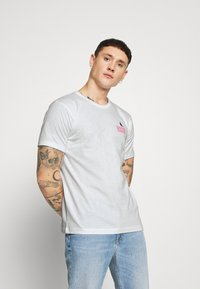 Cleptomanicx - GOOD VIBES - T-shirt z nadrukiem - white - 2