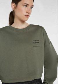 SET - STATEMENT - Sweatshirt - ivy green - 3