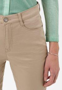 BRAX - STYLE CARO  - Slim fit jeans - sand - 3