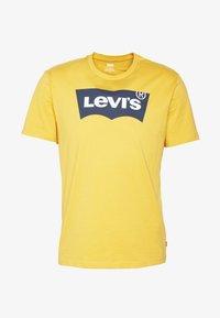 Levi's® - HOUSEMARK GRAPHIC TEE - Printtipaita - golden apricot - 3