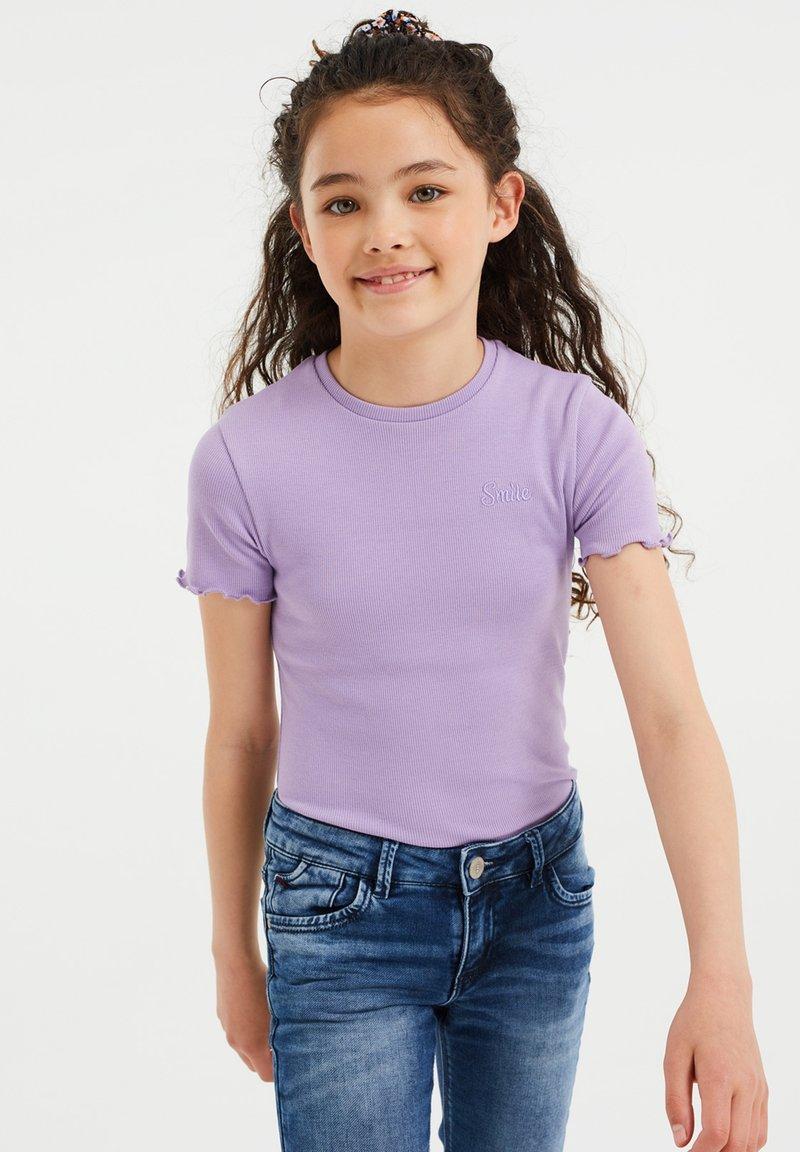 WE Fashion - SLIM FIT  - Basic T-shirt - lavender