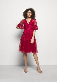 Needle & Thread - LOTTIE MIDI DRESS - Koktejlové šaty/ šaty na párty - deep red - 1