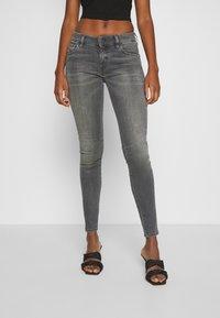 Diesel - SLANDY-LOW-ZIP - Jeans Skinny Fit - grey - 0