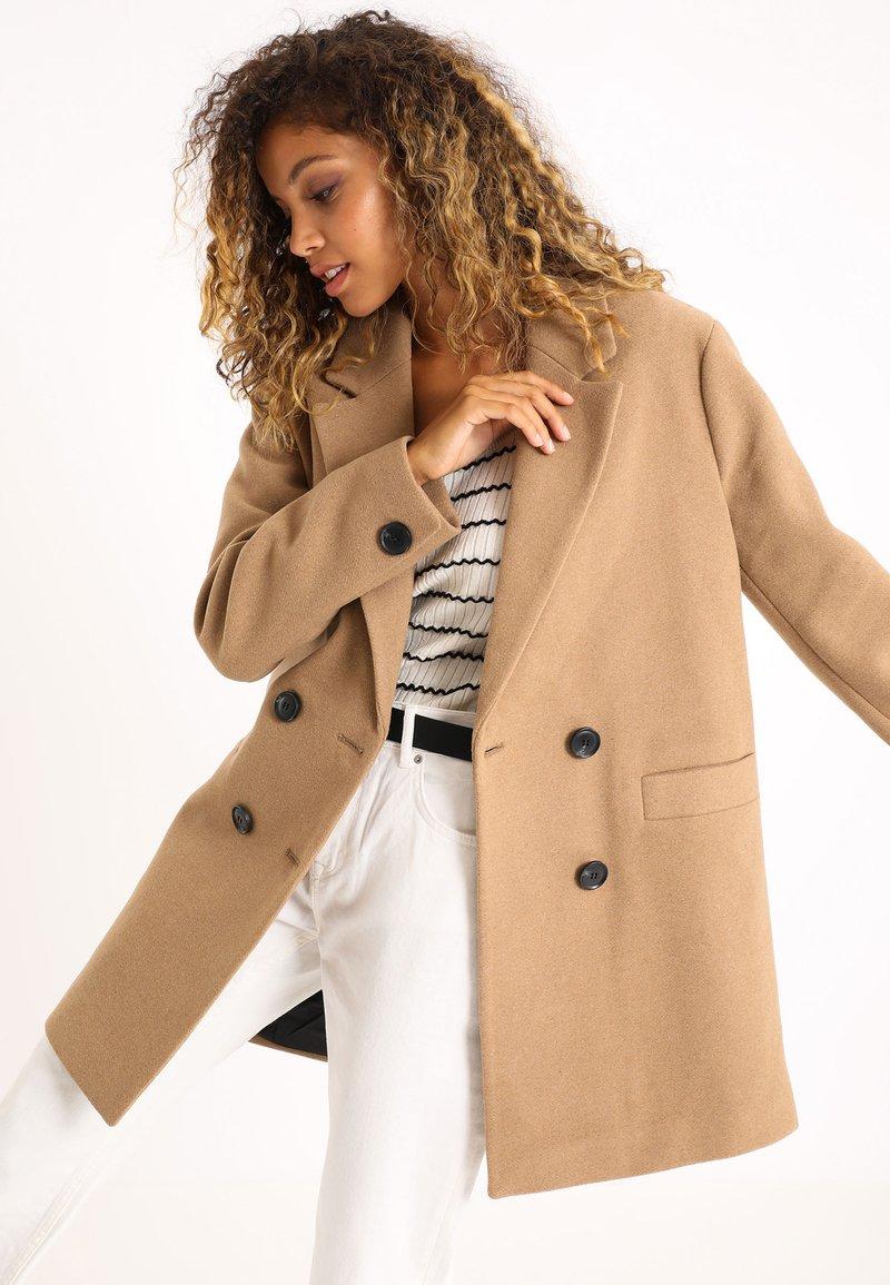 Pimkie - Krótki płaszcz - orangebraun