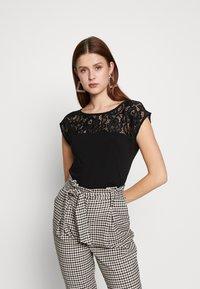 Anna Field Tall - Print T-shirt - black - 0