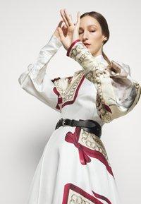 Victoria Beckham - DRAPED SLEEVE DRESS - Occasion wear - cream/bordeaux - 4