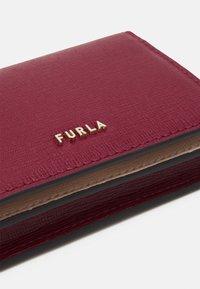 Furla - BABYLON S CARD CASE - Peněženka - ciliegia/ballerina - 3