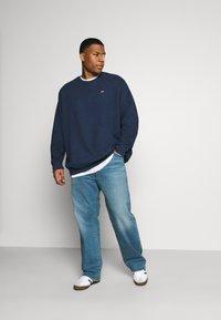 Levi's® Plus - BIG ORIGINAL CREW - Sweatshirt - blues - 1
