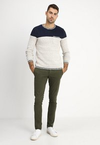 Selected Homme - SLHSKINNY LUCA PANTS  - Chinot - deep depths - 1