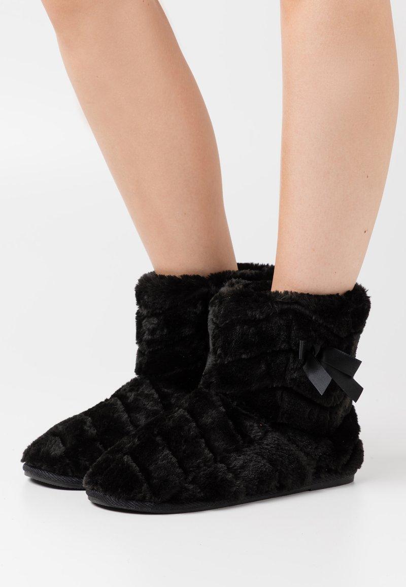Vero Moda - VMBENA BOOT - Slippers - black