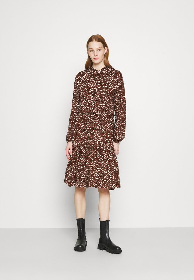 VMHARPER DRESS - Shirt dress - brown