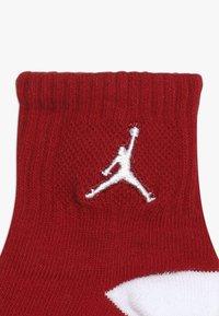 Jordan - CEMENT GRIP 3 PACK UNISEX - Sports socks - white - 4