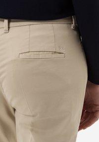 BRAX - STYLE MARA S - Trousers - toffee - 4