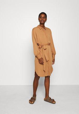 DRESS NORMA - Shirt dress - thrush