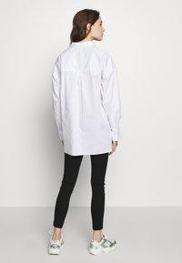 Gestuz - IBBY OVERSIZES - Košile - bright white - 2
