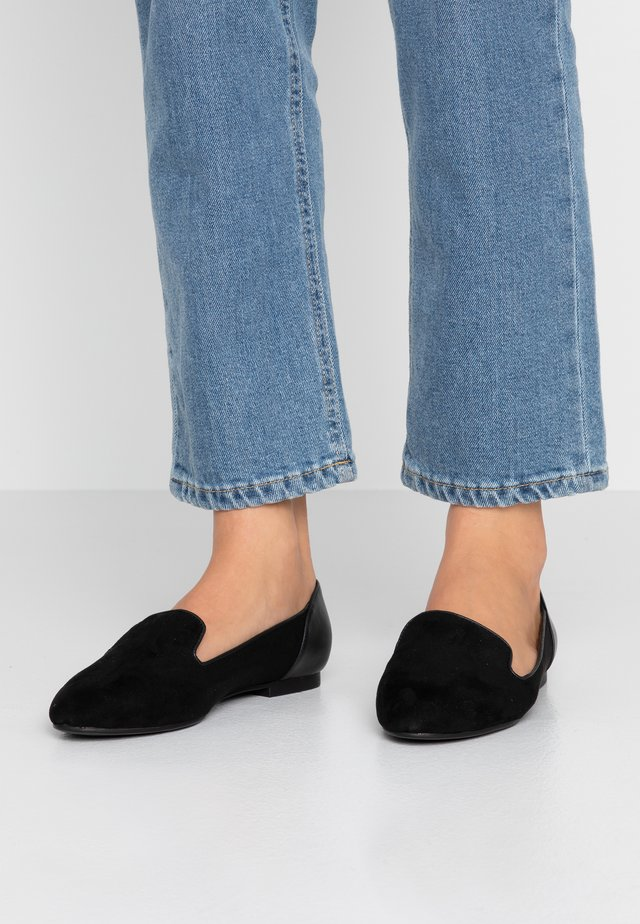 WIDE FIT KAPPAW - Loaferit/pistokkaat - black