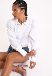 Pimkie - MIT PUFFÄRMELN - Button-down blouse - weiß - 2