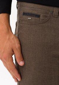 BRAX - STYLE CADIZ C - Trousers - toffee - 3