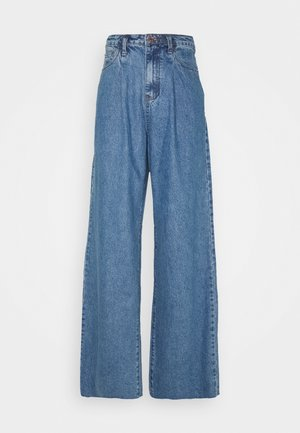 PLEAT DETAIL WIDE LEG - Flared Jeans - blue
