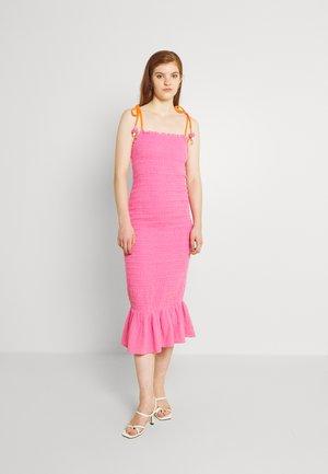 STRAPPY JOJO - Day dress - pink