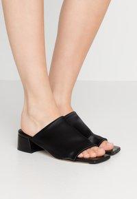 MIISTA - CATERINA - Pantofle - black - 0