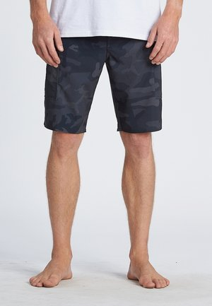 "COMBAT PRO 20"" - Swimming shorts - black camo"