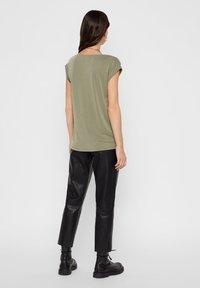 Pieces - PCKAMALA TEE - Camiseta básica - deep lichen green - 2