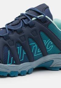 Hi-Tec - WARRIOR WOMENS - Outdoorschoenen - insignia blue - 5