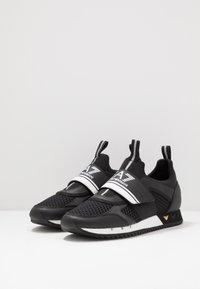 EA7 Emporio Armani - Sneakers basse - black - 2