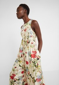 Mother of Pearl - SLEEVELESS BUTTON FRONT JUMPSUIT - Jumpsuit - wild flower - 6