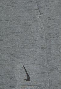 Nike Performance - YOGA - Urheilushortsit - smoke grey/iron grey/black - 5